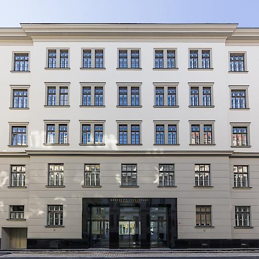 Das Hamerling wurde aus dem ehemaligen k.u.k. Kartographischen Institut in Wien 8 entwickelt und soll mit insgesamt 23 eleganten Penthouses sowohl österreichische wie auch internationale Interessenten ansprechen.