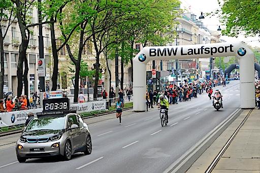 Der BMW i3 ist ein konsequent nachhaltig gestaltetes Fahrzeug für das urbane Umfeld: maßgeschneidert für emissionsfreien Elektroantrieb und intelligente Fortbewegung in der Stadt und beim Pendeln.