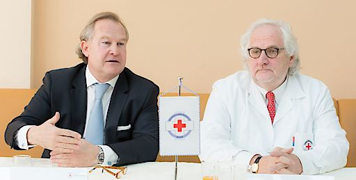 KommR Dr. Georg Semler, Vorstand des Rudolfiner-Verein – Rotes Kreuz (links), Univ. Prof. Dr. Hubert Pehamberger, Ärztlicher Leiter Rudolfinerhaus (rechts)