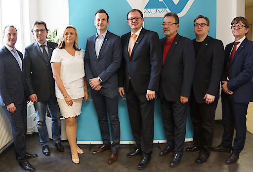 Der neu gewählte Landesstellenausschuss mit Vorsitzendem Rudolf Silvan und der Direktion der AUVA-Landesstelle Wien