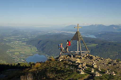 BILD TP/OTS - Traumhafte Ausblicke von der Gerlitzen Alpe auf die Kärntner Berg- und Seelandschaft.