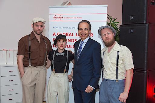 """Gespannt vor dem Event: Günter Thumser (Henkel CEE-Präsident) mit """"Marina & The Kats""""."""