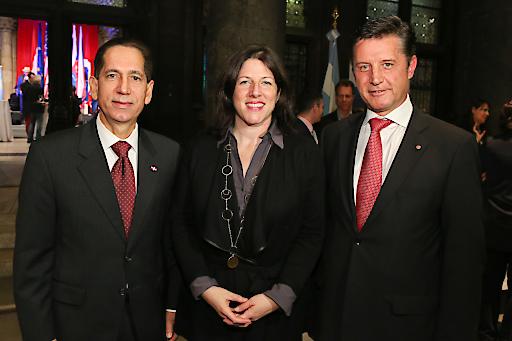 Ramon Quinones, Botschafter der Dominikanischen Republik in Österreich, Mag. Tanja Wehsely, Wiener Landtagsabgeordnete, Dr. Gerhard Hrebicek, Präsident der iconvienna (v.l.n.r.)