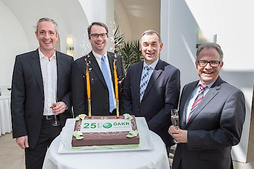 https://www.apa-fotoservice.at/galerie/7686 Im Bild v.l.n.r.: Neues ÖAKR-Präsidium Martin Winkler (Obmann-Stv.), Elmar Ratschmann (Obmann) und Franz Grabner (Obmann-Stv.) mit Wolfgang Lux