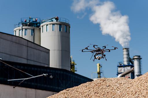 Der Skyability Flugroboter bei Fundermax im Einsatz