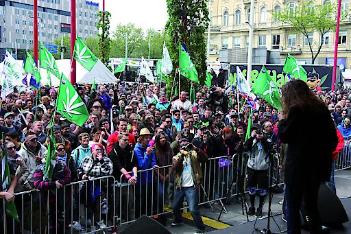 Auftaktkundgebung des Hanf Wandertag 2015 am Westbahnhof