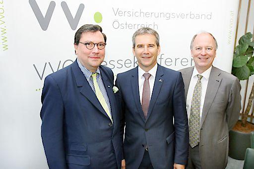 http://www.apa-fotoservice.at/galerie/7613 Im Bild v.l.n.r.: Dr. Louis Norman-Audenhove (Generalsekretär des VVO), VVO-Vizepräsident Hartwig Löger (Vorstandsvorsitzender UNIQA Österreich Versicherungen AG) und Dr. Othmar Thann, Direktor des KFV (Kuratorium für Verkehrssicherheit).