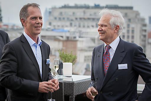 Geschäftsführer Ernst Kreihsler (CPI Immobilien) im Gespräch mit Geschäftsführer Klaus Hennig (ISF Institut Deutsch-Schweizer Finanzdienstleistungen)