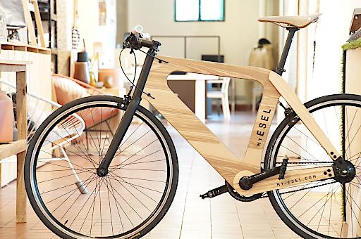 my esel ein ma holzfahrrad f r jeden bald auch als e bike lebe medien gmbh. Black Bedroom Furniture Sets. Home Design Ideas