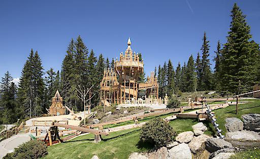 Im Juli 2016 eröffnet auf der Rosenalm in Zell am Ziller ein Ort der Fantasie - das Fichtenschloss. Der über 5.000 Quadratmeter große Erlebnis-Spielplatz wurde durch eine Investition in Höhe von 1,2 Mio. Euro realisiert und ist ein Paradies für die ganze Familie.
