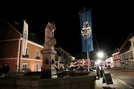 """Der Marktplatz St. Gallen zeigt """"Flagge"""" während des Festivals"""