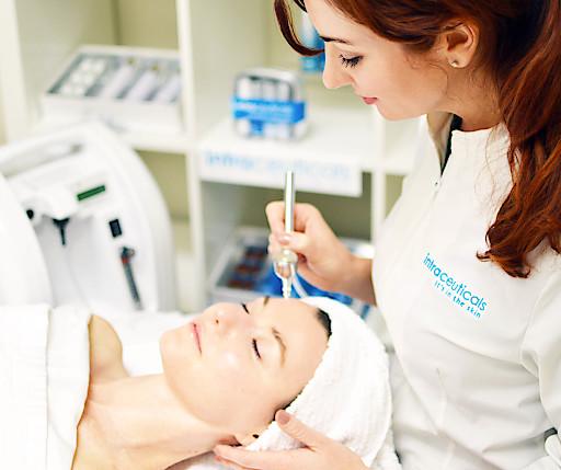 Die Behandlung mit Intraceuticals bringt die Haut sofort sichtbar zum Strahlen