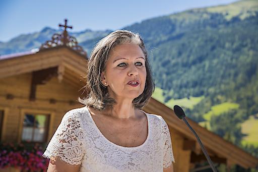 """Von """"gebündeltem Know-how"""" erfahrener Praktiker werden die Tiroler Start-ups künftig mittels STARTUP.TIROL unter anderem profitieren, berichtet LRin Patrizia Zoller-Frischauf beim Tiroler Technologiebrunch."""