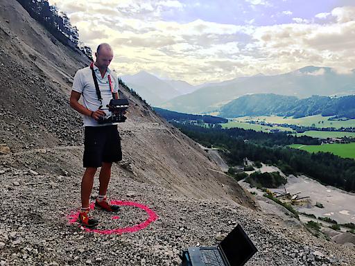 Drohnenpilot Philipp Knopf bei der Befliegung