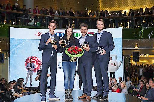 """http://www.apa-fotoservice.at/galerie/8237 Verleihung der """"Goldenen Teekanne"""" bei der offiziellen Einkleidung des Austria Ski Teams. Im Bild v.l.n.r.: Gregor Schlierenzauer, Anna Veith, Marcel Hirscher, Marco Schwarz"""