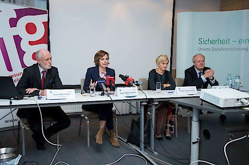 http://www.apa-fotoservice.at/galerie/7999 Bild zeigt: Gerald Bachinger, Patientenanwalt, Pamela Rendi-Wagner, BM für Gesundheit, Monika Gebetsberger und Josef Probst, Hauptverband der österr. Sozialversicherungsträger.