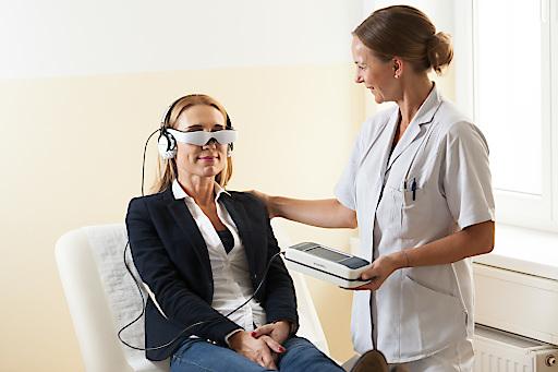 Neue Videobrille in der Privatklinik Confraternität sorgt für Ablenkung bei OP-Patienten