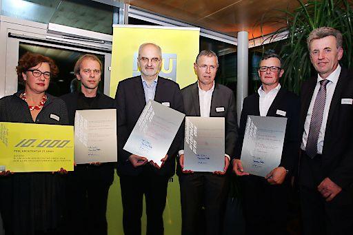 http://www.apa-fotoservice.at/galerie/8388 Preisträger 2016 für Wohn- und Bürohaus Hernalser, Wien . pool Architektur: im Bild v.l.n.r. Evelyn Rudnicki und Christoph Lammerhuber (pool Architektur ZT GmbH), Andreas Malai (Neue Heimat Gemeinnützige Wohnungs‐ und Siedlungsgesellschaft), Josef Wiesinger (at home Immobilien Ges.mb.H.) sowie Roland Lehrner und Hans Tritremmel (Alu‐Sommer GmbH)