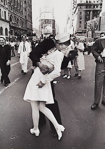 "Alfred Eisenstaedt (1898-1995) ""V-J Day Kiss in Times Square"", New York 1945"