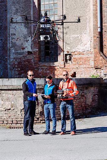 Die Gründer der Skyability GmbH mit ihrer Drohne - v.l.n.r Joachim Fertl, Lukas Unger, Philipp Knopf