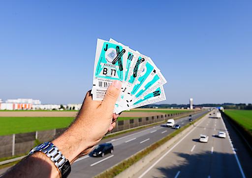 Die neue Vignette in Türkis ist ab 25. November in über 6.000 Vertriebsstellen im In- und Ausland erhältlich.