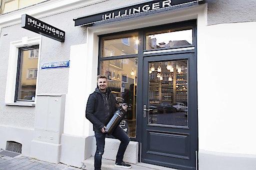 Leo Hillinger vor seiner neuen Winebar!