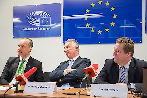 https://www.apa-fotoservice.at/galerie/8570/ Im Bild v.l.n.r.: Jörg Wojahn, Vertreter der EU-Kommission in Österreich; Helmut Mödlhammer, Präsident des Österreichischen Gemeindebundes; Harald Pitters, Pitters℗ Trendexpert e.U.