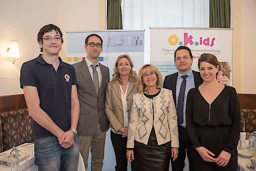 Im Bild v.l.n.r.: Anton Schober, Claas Röhl, Ulrike Holzer, Prof.Dr. Ruth Ladenstein, PD Dr. Florian Lagler, Clara Maria Kutsch.