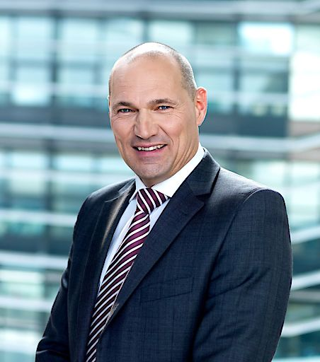 Dr. Rüdiger Köster, 58, CTO von T-Mobile Austria zum dritten Mal Präsident Präsident des Forum Mobilkommunikation