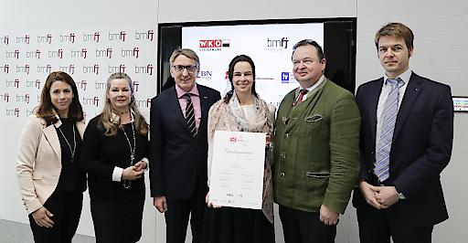 """Gemeinsam mit WK Steiermark Präsident Josef Herk und vier Plattformen für Familienunternehmen hat Bundesministerin Sophie Karmasin das """"Netzwerk Familienunternehmen"""" gegründet."""