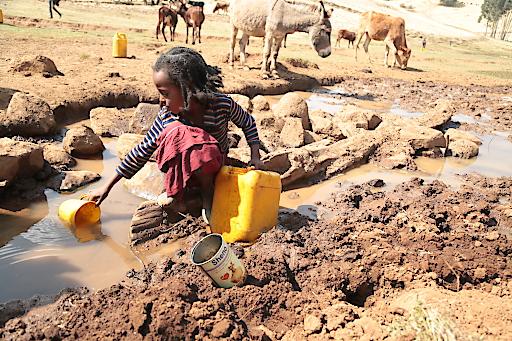Ungeschuetzte Wasserstelle im neuen Menschen fuer Menschen Projektgebiet Jeldu.