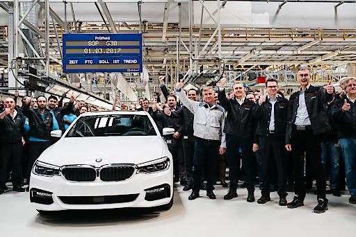 Mit der neuen BMW 5er Reihe startet die weltweit erfolgreichste Business-Limousine in die siebte Modellgeneration. +++ Neben dem BMW Group Werk im bayerischen Dingolfing wird das Modell auch in Österreich bei Magna Steyr in Graz für den Weltmarkt gebaut. +++ Ein Großteil wird darüber hinaus auch mit einem hocheffizienten Motor aus dem weltgrößten Motorenwerk des Konzerns im oberösterreichischen Steyr unterwegs sein.