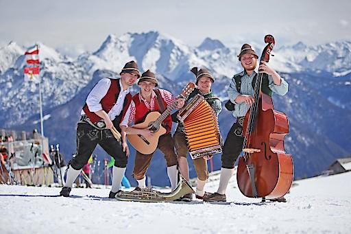 Carven Ziachn Zithern auf den Pisten im Salzburger Saalachtal
