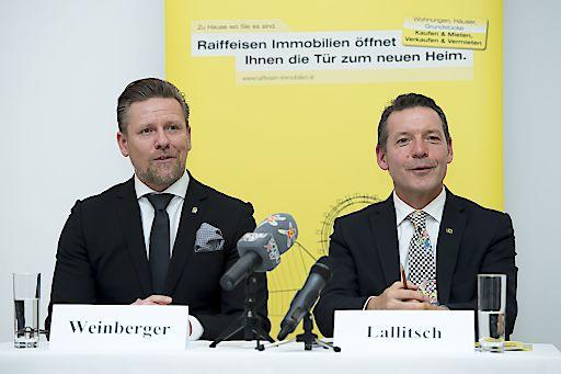 http://www.apa-fotoservice.at/galerie/8858 Im Bild: Ing. Mag. (FH) Peter Weinberger, Sprecher Raiffeisen Immobilien Österreich und Mag. Nikolaus Lallitsch, Sprecher Raiffeisen Immobilien Österreich.