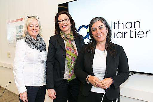 https://www.apa-fotoservice.at/galerie/8897 Im Bild v.l.n.r.: Karin Oppeker (Ombudsfrau Althan Quartier), Michaela Mischek (Geschäftsführerin Althan Quartier Projektentwicklung), Maria Vassilakou (Vizebürgermeisterin)