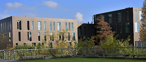Mit dem neuen Universitätsgebäude am Campus Krems bildet die Karl Landsteiner Privatuniversität einen neuen Markpunkt auf der Bildungs- und Wissenschaftlandkarte Niederösterreichs