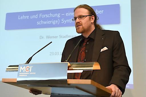 FH-Prof. Dr. rer.nat. Werner Stadlmayr bei seiner Antrittsvorlesung am MCI.