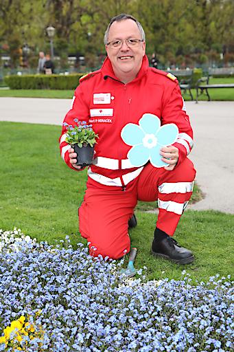 Robert Horacek, stv. Landesgeschäftsleiter des Wiener Roten Kreuzes, bedankt sich bei den TestementspenderInnen.