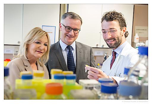 Ingrid Flick mit Rektor Markus Müller und Heinrich Husslein