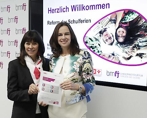 Bundesministerin Sophie Karmasin und die Bundesvorsitzende von Frau in der Wirtschaft, Martha Schultz, bei der gemeinsamen Pressekonferenz.