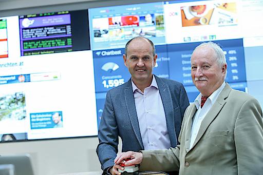 OÖN-Chefredakteur Gerald Mandlbauer und Herausgeber Rudolf Andreas Cuturi (v.l.) eröffneten den Newsroom in den Promenaden-Galerien.