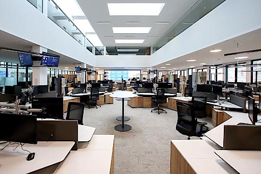 Ein Blick in den Newsroom der OÖNachrichten, der am Dienstag eröffnet wurde.