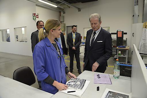 Wirtschaftsminister Reinhold Mitterlehner besucht die oberösterreichische EV-Group