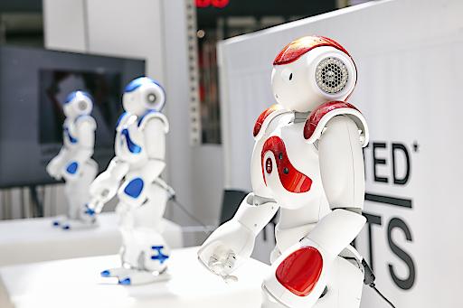 "Tanzende Roboter ""NAO"" im Donau Zentrum"
