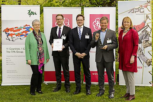Die freudigen Gewinner mit den Award Partnern