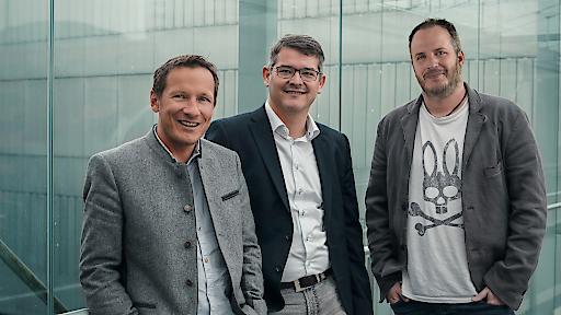 v.l.n.r.: Mag. Patrick Edelmayr (GF elements), FH Prof. Dr. Hilmar Linder (Studiengangsleiter MultiMediaTechnology FH Salzburg), Dietmar Rietsch (Agenturleitung elements)