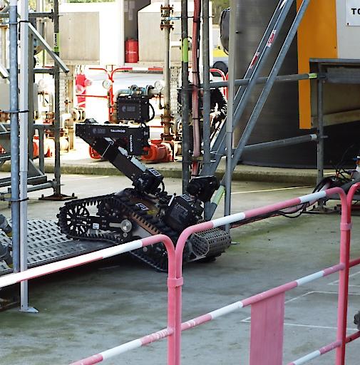 """Im Finale der ARGOS Challenge erklimmt der Roboter """"Argonaut"""" eine Stufe während einer Routine-Inspektion."""