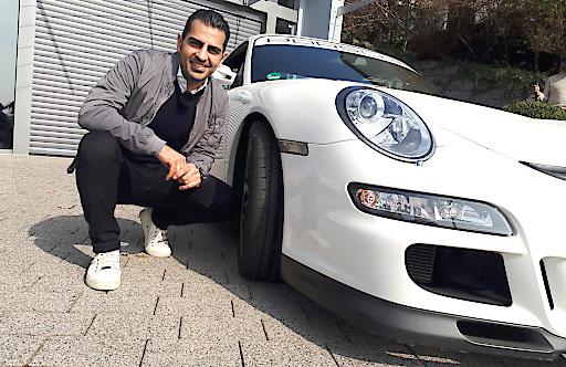 """Edel-Autohändler Hamid Mossadegh mit einem Porsche GT3 RS / Weiterer Text über ots und www.presseportal.de/nr/6605 / Die Verwendung dieses Bildes ist für redaktionelle Zwecke honorarfrei. Veröffentlichung bitte unter Quellenangabe: """"obs/RTL II"""""""