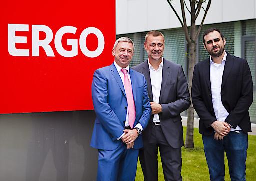 v.l.n.r.: Werner Holzhauser, CEO wefox Österreich, Ingo Lorenzoni, ERGO Vorstandsmitglied für Vertrieb, Julian Teicke, Gründer und Group CEO wefox