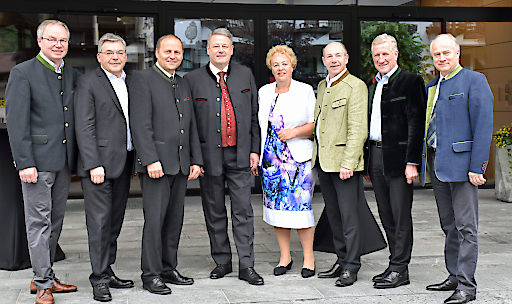 BU (von li.) LHStv Stephan Pernkopf (NÖ), LR Josef Schwaiger (S), LHStv Josef Geisler (T), BM Andrä Rupprechter, LRin Verena Dunst (B), LR Maximilian Hiegelsberger (OÖ), LR Erich Schwärzler (V) und LR Johann Seitinger (ST).
